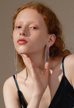 [수입] 컬리 그라데이션 큐빅 귀걸이