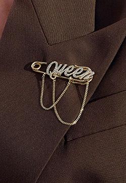 [수입] 퀸 레터링 옷핀 브로치