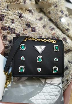[수입] 턴드 에메랄드 크로스 백 30대여성쇼핑몰 결혼식하객패션 하객원피스 수입여성의류 원피스쇼핑몰 연예인원피스