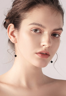 [수입] 블랙 클루버 로즈 귀걸이