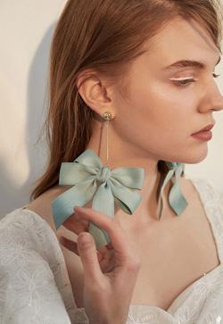 [수입] 플랫리본 빅 귀걸이 악세사리쇼핑몰 체인목걸이 이어커프 명품귀걸이 명품스타일