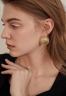 [수입] 분위기있는 금장 귀걸이 악세사리쇼핑몰 체인목걸이 이어커프 명품귀걸이 명품스타일