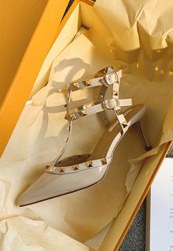 [수입] 스터드 리벳 백오프 슈즈 30대여성쇼핑몰 결혼식하객패션 하객원피스 수입여성의류 원피스쇼핑몰 연예인원피스