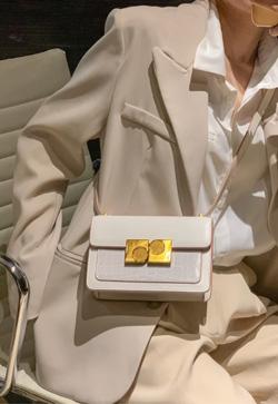 [수입] 악어패턴 믹스 백 30대여성쇼핑몰 결혼식하객패션 하객원피스 수입여성의류 원피스쇼핑몰 연예인원피스