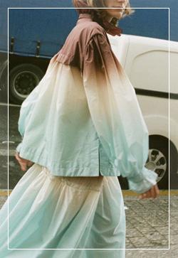 [수입] 프릴샤링 포켓 바람막이 탑 30대여성쇼핑몰 결혼식하객패션 하객원피스 수입여성의류 원피스쇼핑몰 연예인원피스