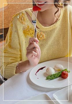 [수입] 안나옐로우 비즈 니트 탑 30대여성쇼핑몰 결혼식하객패션 하객원피스 수입여성의류 원피스쇼핑몰 연예인원피스