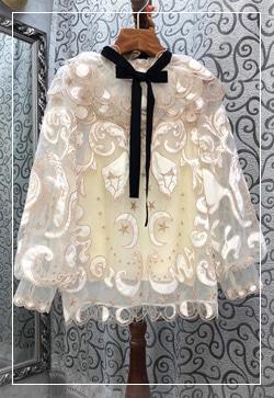 [수입] 히트리본 달패턴 셔츠 30대여성쇼핑몰 결혼식하객패션 하객원피스 수입여성의류 원피스쇼핑몰 연예인원피스