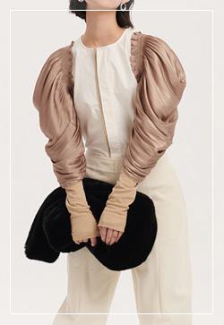[수입] 미스프릴 베이지슬리브 셔츠 30대여성쇼핑몰 결혼식하객패션 하객원피스 수입여성의류 원피스쇼핑몰 연예인원피스