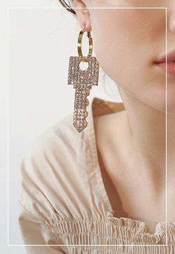 [수입] 큐빅 열쇠키 귀걸이 악세사리쇼핑몰 체인목걸이 이어커프 명품귀걸이 명품스타일