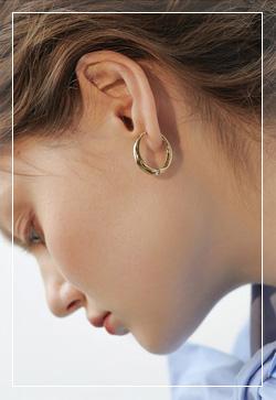 [수입] 유광골드 미니링 귀걸이 악세사리쇼핑몰 체인목걸이 이어커프 명품귀걸이 명품스타일