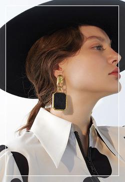 [수입] 슬리피 퀼팅사각 귀걸이 악세사리쇼핑몰 체인목걸이 이어커프 명품귀걸이 명품스타일