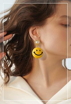 [수입] 스마일링 옐로우 귀걸이 악세사리쇼핑몰 체인목걸이 이어커프 명품귀걸이 명품스타일