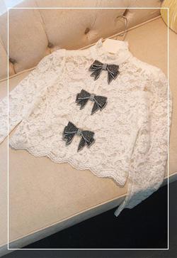 [수입] 스트로 레이스리본 셔츠 30대여성쇼핑몰 결혼식하객패션 하객원피스 수입여성의류 원피스쇼핑몰 연예인원피스
