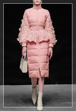 [수입] 꽃향기 핑크 다운 패딩점퍼 30대여성쇼핑몰 결혼식하객패션 하객원피스 수입여성의류 원피스쇼핑몰 연예인원피스