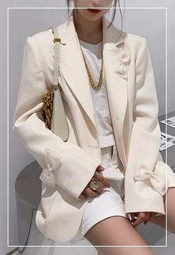 [수입] 리본에일리 화이트 자켓 30대여성쇼핑몰 결혼식하객패션 하객원피스 수입여성의류 원피스쇼핑몰 연예인원피스