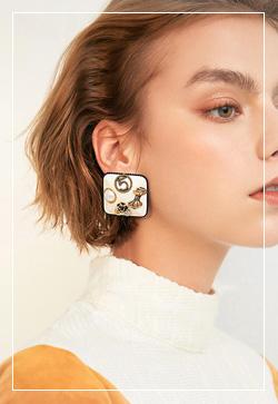 (수입) 스퀘어 넘버파이브 귀걸이