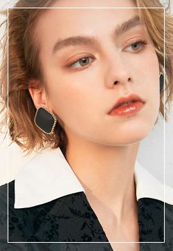 (수입) 마크체인 칼라 귀걸이