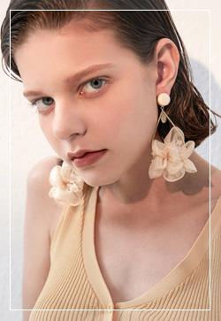 (수입) 아일랜드 베이지꽃잎 귀걸이